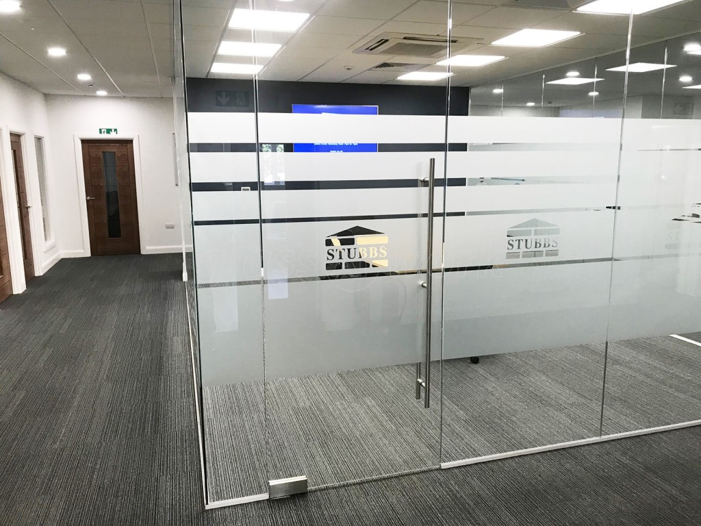 call 09774134433Keep your building's front doors in good condition with our commercial front door repair services. Call 5 Aces or request a callback here.  Door